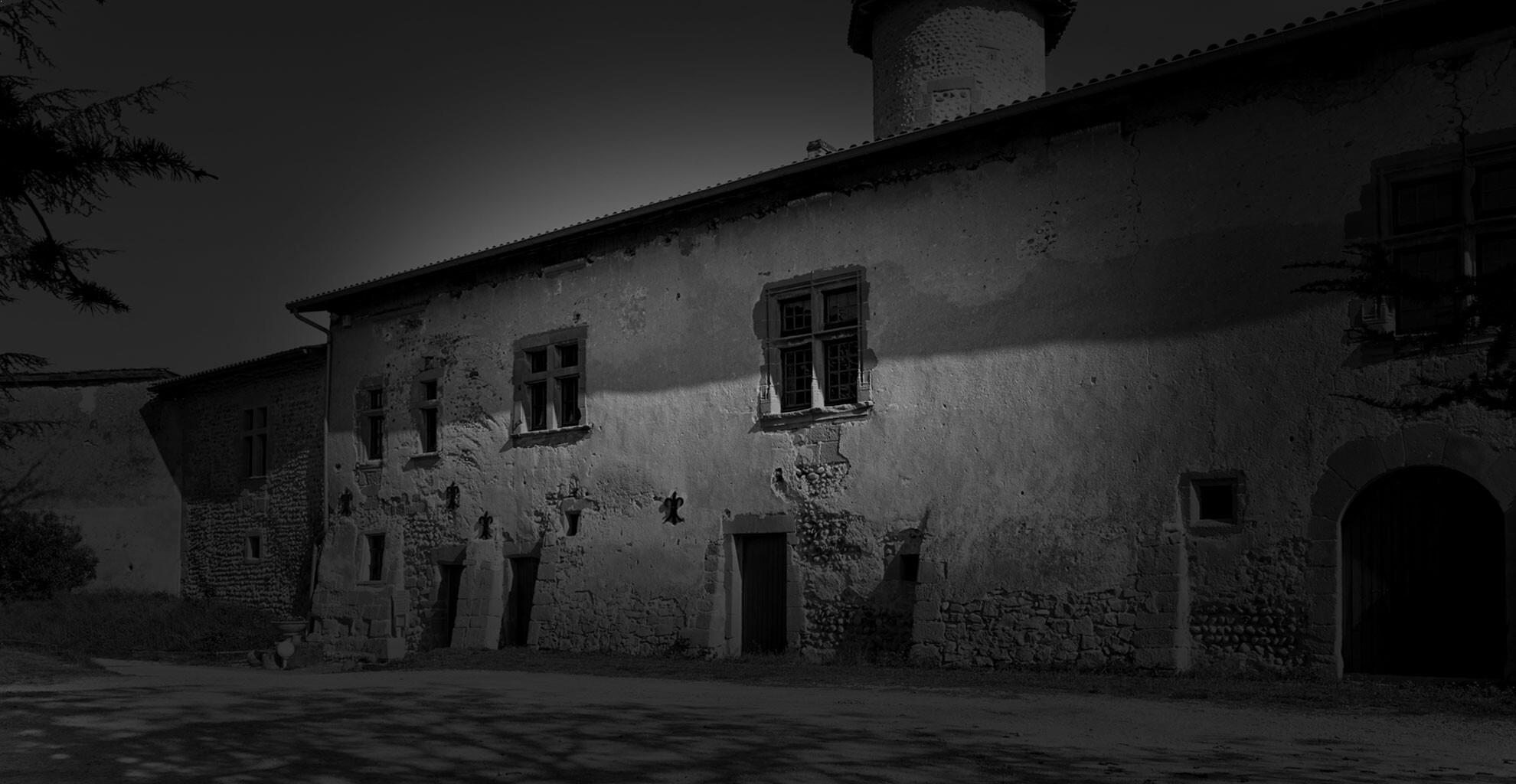 Au coeur des Crus septentrionaux de la Vallée du Rhône, le Domaine ETIENNE POCHON offre des vins de grande expression.